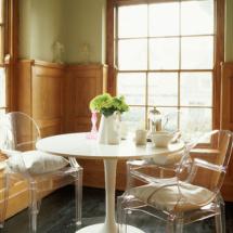 Cadeiras Gost e mesa Saarinen